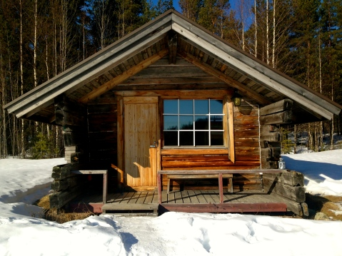 The smallest of the ten cabins, built by Seppo.