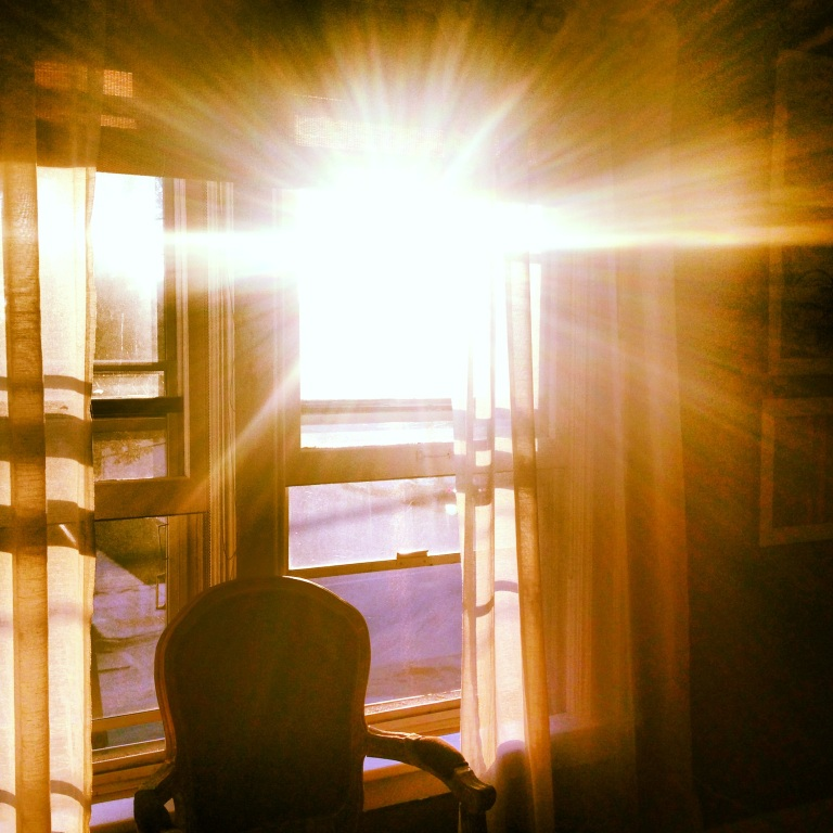 Morning sun, the signal to start seizing
