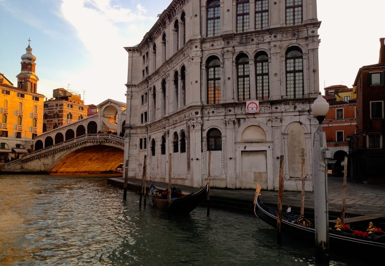 Approaching the Rialto bridge from the vaporetto